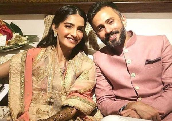 Sonam Kapoor's Wedding Festivities kick off with star-studded Mehendi !!
