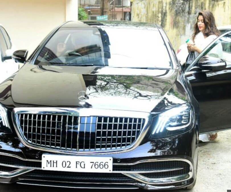 Janhvi Kapoor buys a 3 Crore Mercedes Maybach with same number as Sridevi's Car!!